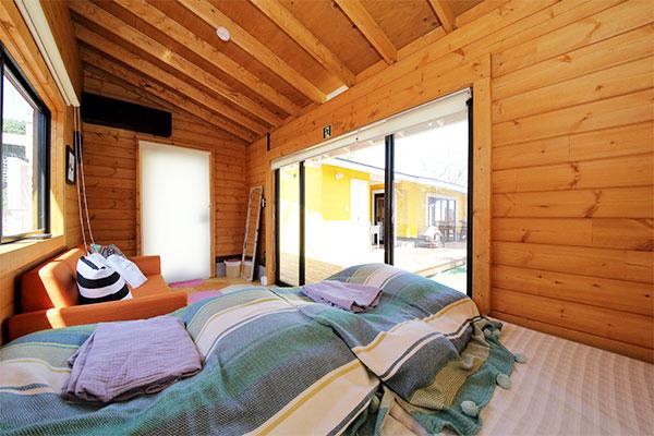 寝室・リビングにエアコン完備
