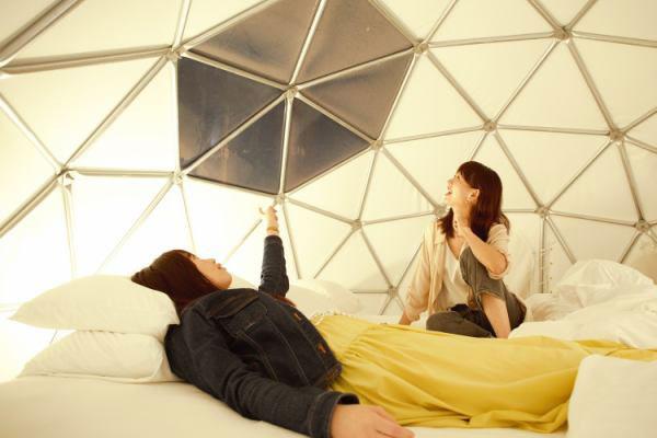 天窓付きのドームテント